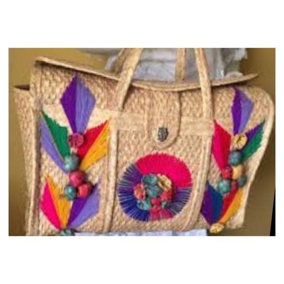 Vintage Woven Straw Basket/Beach Bag/Tote